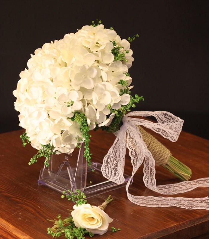Beyaz Ortanca Gelin Çiçeği Buketi